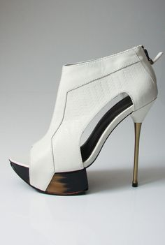 MANNiNG CARTELL Stone Plateau Heels in Chalk