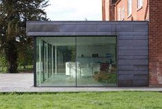 the large glass sliding doors have slim sightlines of 26mm www.iqglassuk.com