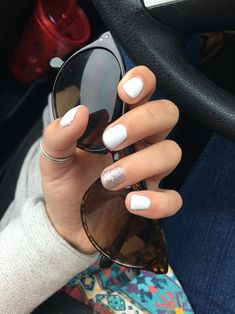 White and sparkly short gel nails