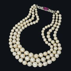 An important natural pearl necklace. Photo Christies Image Ltd 2013