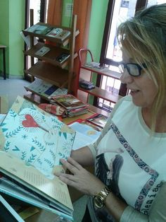 Las Bibliotecarias aman Bolso de niebla. Gracias, Conchita Marín en B. P. Escuelas Dorado de Langreo (Asturias)