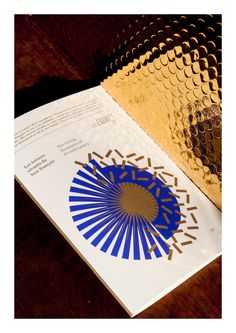 Gold and Blue - perfect colour combo ©les graphiquants