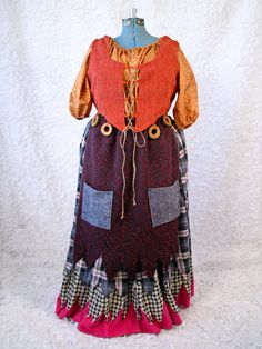 Mary Sanderson Hocus Pocus Witch Costume by CostumeCollective Hocus Pocus Witch Costume, Hocus Pocus Witches, Witch Costumes, Diy Costumes, Halloween Costumes, Halloween Stuff, Costume Ideas, Halloween 2016, Vintage Halloween