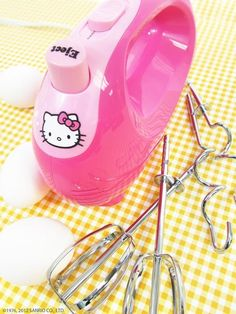Please come live in my kitchen, Hello Kitty handmixer! :)