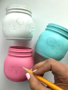 Outline the details of mason jars in pencil first for a fun Mason Jar Craft Project! Mason Jar Gifts, Mason Jar Diy, Mason Jar Lamp, Jar Crafts, Diy And Crafts, Mason Jar Picture, Colored Mason Jars, Diy Crafts For Teen Girls, Mason Jar Projects