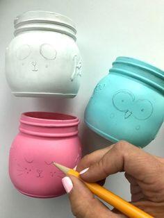 Outline the details of mason jars in pencil first for a fun Mason Jar Craft Project! Mason Jar Gifts, Mason Jar Diy, Mason Jar Lamp, Do It Yourself Crafts, Crafts To Make, Mason Jar Picture, Colored Mason Jars, Diy Crafts For Teen Girls, Mason Jar Projects
