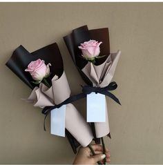Мини букеты - RedBouquet.ru Single Flower Bouquet, Felt Flower Bouquet, Bouquet Wrap, Gift Bouquet, Flowers Roses Bouquet, Chocolate Flowers Bouquet, Paper Flowers, Flower Box Gift, How To Wrap Flowers
