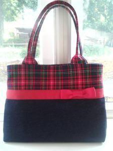 Free Handbag Pattern Find. #DIY #sewing #crafts #freepattern #pursepattern #handbagpattern #freehandbagpattern #freepursepattern #purse #handbag #handbagtutorial #pursetutorial