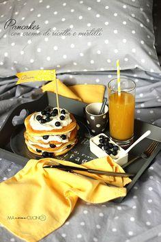 pancakes con crema di ricotta e mirtilli