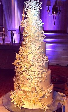 A stunningly sweet @Mandy Bryant Dewey Seasons Hotel Las Vegas wedding cake.