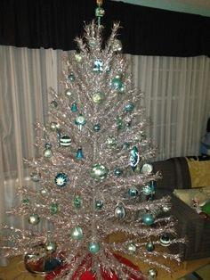 Aluminum Christmas tree and aqua ornaments-Andrew Camp Hill Silver Tinsel Christmas Tree, Vintage Aluminum Christmas Tree, Purple Christmas, Antique Christmas, Christmas Past, Modern Christmas, Vintage Holiday, Beautiful Christmas, Christmas Diy