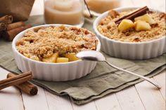 """Il crumble di mele è un dolce tradizionale inglese: le mele a pezzetti vengono cotte in forno con una copertura di impasto croccante e """"briciolosa""""!"""