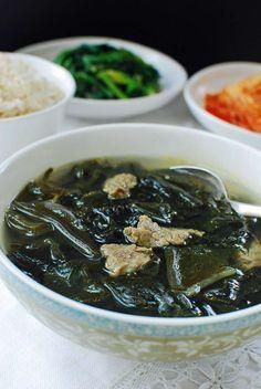 (Beef Seaweed Soup) Korean Bapsang: Miyeok Guk (Beef Seaweed Soup) sub tamari even if it isn't as good as the soup soy sauce.Korean Bapsang: Miyeok Guk (Beef Seaweed Soup) sub tamari even if it isn't as good as the soup soy sauce. Asian Recipes, Healthy Recipes, Ethnic Recipes, Healthy Food, Asian Desserts, Vegan Food, Korean Seaweed Soup, Soup Recipes, Cooking Recipes
