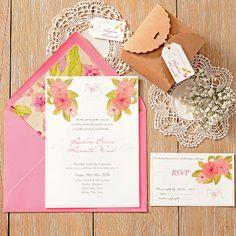 Invitación de boda romántica y con flores para bodas en el campo. Romantic wedding invitation with a delicate and elegant pattern of flowers in pastel tones.  Siena