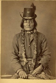 An important collection of 127 Native American Images - including a portrait of the famous Sitting Bull - will be offered in Special Auction Services' Photographica sale on Thursday October in Newbury Native American Pictures, Native American Tribes, Native American History, American Indians, American Symbols, Sioux, Indiana, Costume Ethnique, Sitting Bull