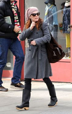 Julianne Moore - Love the clog boots.