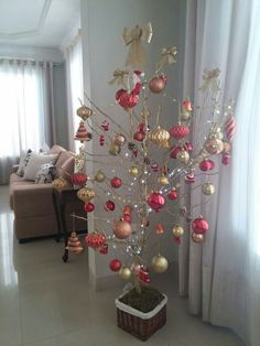In this DIY tutorial, we will show you how to make Christmas decorations for your home. The video consists of 23 Christmas craft ideas. Christmas Makes, Christmas Home, Christmas Holidays, Outdoor Christmas Decorations, Holiday Decor, Christmas Tree Branches, Alternative Christmas Tree, Christmas Crafts, Creations