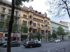 Budapest building facade http://www.budapestdailyphoto.com/index.php/2013/11/02/budapest-building-facade/
