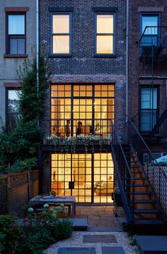 You all know by now that I LOOOOOVE a good Brooklyn townhouse renovation. This one was submitte...