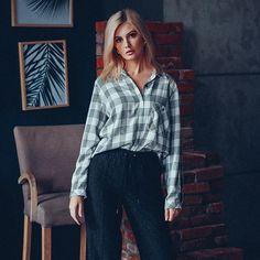 Стильная и безупречная классика на примере белой #рубашки или #блузки всегда будет в тренде 👌🏻независимо от погоды за окном, времени года и модных тенденций грядущего сезона безупречная белая рубашка входит в топ вещей, которые обязательно должны присутствовать в Вашем шкафчике. Блуза Цена : 3 090 ₽ Размеры : 42, 44, 46, 48 Торговый Парк N1 REQUEST Woman #request #wonan #lookrequest #tver #fashion #шоппинг #style #fashionblog #trends #мода #стиль #mylooktoday #новаяколлекция #осенняяколлек Knit Baby Booties, Baby Knitting, Ruffle Blouse, Booty, How To Make, Things To Sell, Tops, Women, Fashion
