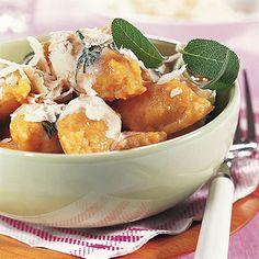 Kürbisnockerl mit Salbeisahne Rezept   Küchengötter