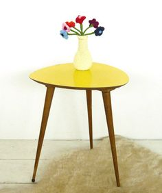 Table 60's Mid Century Modern Table, Mid Century Modern Furniture, Midcentury Modern, Vintage Furniture, Furniture Decor, Petites Tables, Happy House, Round Side Table, Furniture Restoration