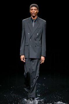 Balenciaga Ready To Wear Fall/Winter 2020 Paris - Fashionably Male Soccer Uniforms, Shirt Tucked In, Trouser Suits, Unisex Fashion, Runway Fashion, Paris Fashion, Live Fashion, Kanye West, Sweater Skirt