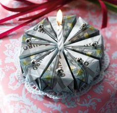 This is what a lucrative birthday cake looks like. The origami folding instructions for the money cake can be found here. Folding Money, Origami Folding, Useful Origami, Christmas Origami, Christmas Gift Wrapping, Christmas Gifts, Diy Birthday, Birthday Gifts, Birthday Cake