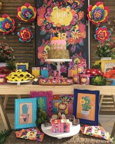 Todo colorido desta produção com inspiração em Frida Kahlo para celebrar os 18 anos de Ana #andreagianessidecor #minidecor #partydecor@#partyfridakahlo #encontrandoideias #loucasporfestas #inspirandosuafesta #frida