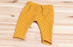 Croch 523332419196641214 - tuti gratuit sarouel bébé Thiago – Tissu Price Source by Pop Couture, Baby Couture, Couture Sewing, Crochet Baby Clothes Boy, Baby Clothes Patterns, Clothing Patterns, Babies Clothes, Baby Outfits, Kids Boy