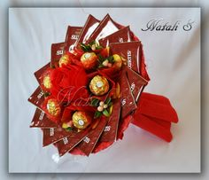 Tea and chocolate flower bouquet Candy Bouquet Diy, Paper Bouquet, Vegetable Bouquet, Chocolate Flowers Bouquet, Cute Valentines Day Ideas, Candy Gift Baskets, Candy Flowers, Edible Crafts, Candy Crafts
