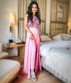 Super ideas party clothes for women girls Party Outfit For Teen Girls, Outfits For Teens, Girl Outfits, Indian Designer Outfits, Indian Outfits, Designer Dresses, Stylish Dresses, Fashion Dresses, Diwali Outfits