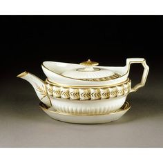 Cream-coloured earthenware teapot and stand by John and Edward Baddeley, ca. 1805. l Victoria and Albert Museum