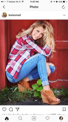 Senior picture girl pose (With images) Fall Senior Pictures, Senior Photos Girls, Senior Girl Poses, Senior Picture Outfits, Girl Photo Poses, Senior Girls, Girl Photos, Senior Posing, Senior Session