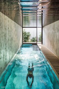 indoor pool 4 Modernist Homes in Europe Get a Makeover Small Swimming Pools, Swimming Pools Backyard, Swimming Pool Designs, Pool Spa, Indoor Pools, Lap Pools, Small Pools, Pool Decks, Pool Landscaping