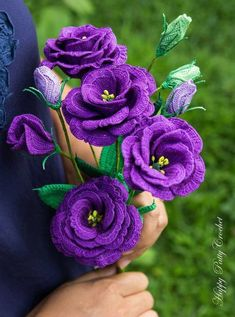 flores de croche buque roxo