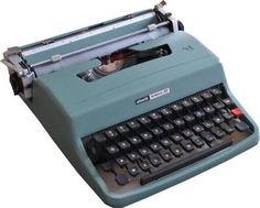 Algo que no volverá más... la máquina de escribir. Una igualita a ésta la tuvimos nosotros.