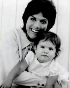 Jennifer Aniston with her mom Nancy