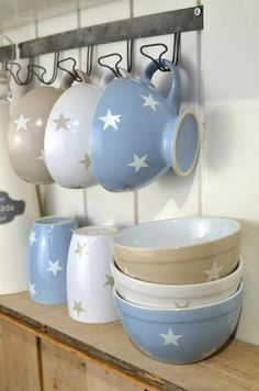 Blue, beige and white stars in teacups 'n else ;3, I just hapn to love 'ese!