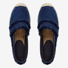 With its canvas fabrication and easy slip-on design, this espadrille is a perfect shoe all year 'round. Choose from various different colours to complete your effortless style. Canvas upper/rubber sole, this style is available in sizes 36 to 42.