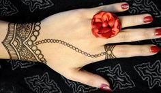 Glam Up your Hands with Simple Hena Design..........