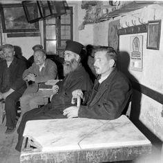 Γεννήθηκε το 1902 στο Κίεβο της Ουκρανίας. Ο πατέρας του, όταν ήταν 14 χρονών του χάρισε μια φωτογραφική μηχανή την οποία δεν αποχωριζότα...