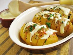 Reteta Cartofi copti, cu mujdei si branza fondue din categoria Mancaruri cu legume si zarzavaturi