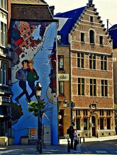 Friendship in cartoons in historic Brussels, Belgium Urban Street Art, 3d Street Art, Urban Art, Murals Street Art, Street Art Graffiti, 3d Street Painting, World Street, Sidewalk Chalk Art, Amazing Street Art