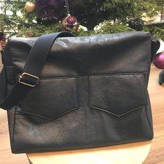 Atelier Du Coquelicot sur Instagram: 🌸 𝓑𝓮𝓼𝓪𝓬𝓮 𝓩𝓲𝓹-𝓩𝓲𝓹 🌸 Que d'émotions pour la confection de ce sac... un cadeau 100% fait main pour l'homme qui partage ma vie depuis plus de…