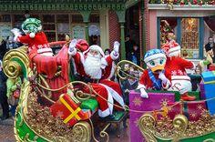 disneyland_paris_christmas_parade_santa