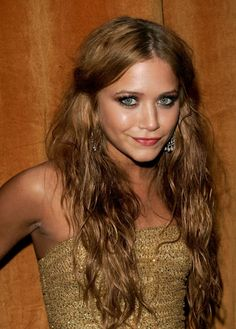 golden-red hair color...wish I had the skin tone for this...beautiful for fall