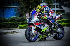 BMW HP4 Custom Bike Helmets, Ducati, Kawasaki Bikes, Cbr, Bike Suit, Motorcycle Wallpaper, Bmw S1000rr, Honda, Bmw Motorcycles