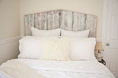 Diy Headboard with Shelves . 22 Unique Diy Headboard with Shelves Inspiration . 20 Unique and Amazing Diy Headboard to Create the Room Of Your Reclaimed Wood Headboard, Reclaimed Barn Wood, White Wooden Headboard, Barn Board Headboard, Queen Headboard, Full Headboard, Headboard Ideas, Beach Headboard, Headboard Door
