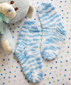 Schnell gestrickte Socken sind perfekt für schnell wachsende Babyfüßchen!